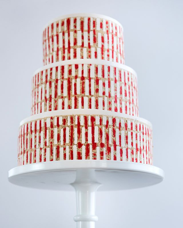 KEEPIN' IT REAL - There's something about the red in this design that makes it look like the cake witnessed a very gory crime (or is it just me?) #entremetweddingcake #decorativejaconde #celebrationcake #luxerycake #DIY #accidentalgore  Photograph by Aubrie LeGault Photography @pdxfoodphotos