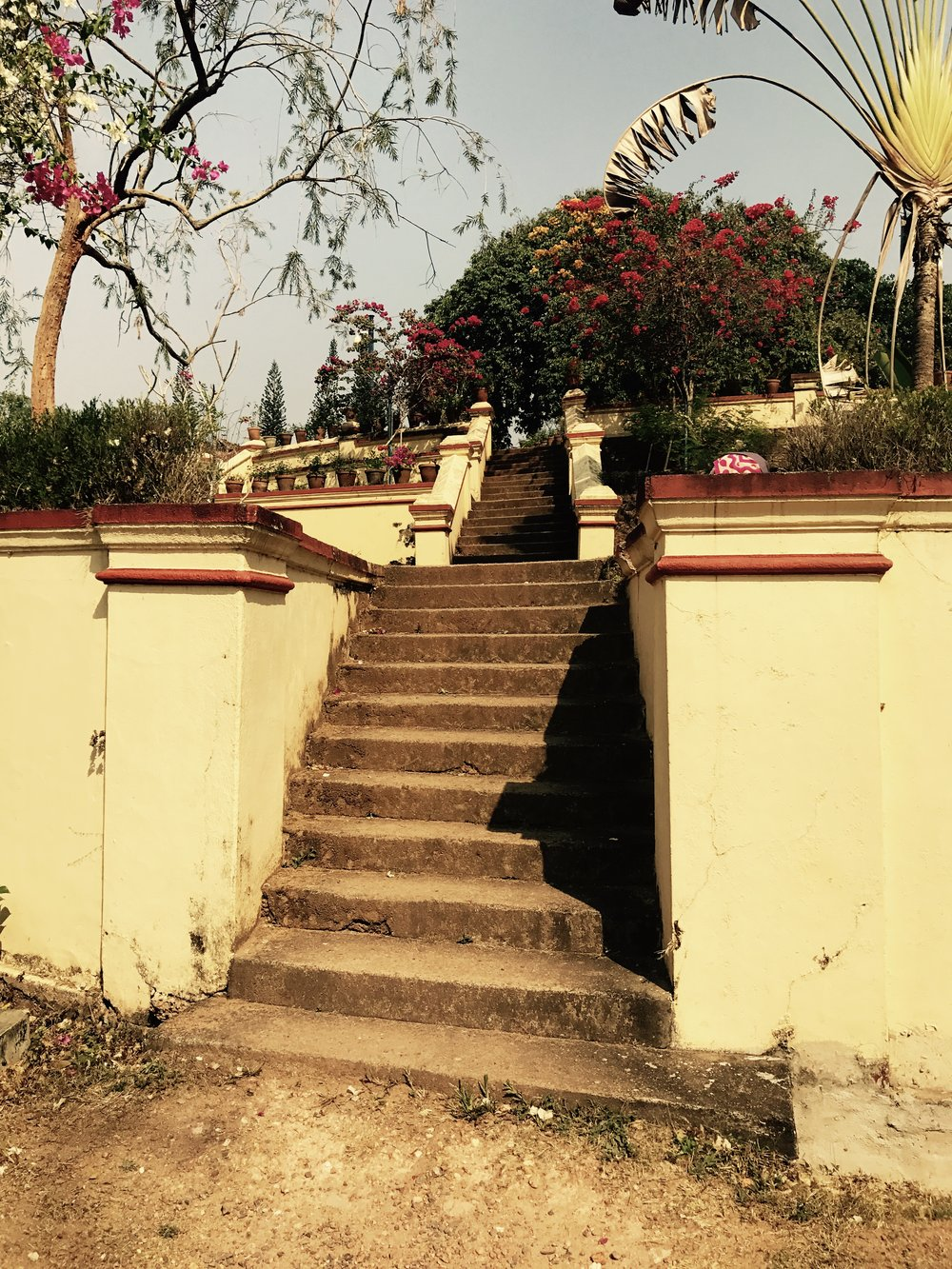 Subsidiary Steps Leading up to the Palace