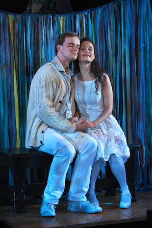 Jim Schubin as Matt and Ali Ewoldt as Luisa in  The Fantasticks .