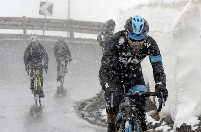 Sky-team-rider-climbing-during-snow-storm.jpg