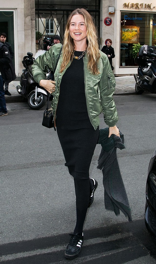 how-it-girls-wear-bomber-jackets-and-you-should-too-1698763-1458160318.640x0c.jpg
