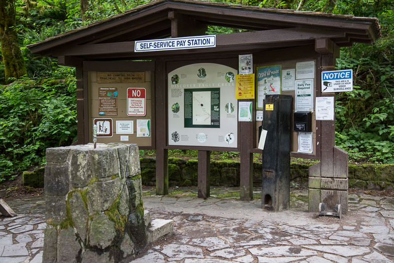 Fee and information kiosk