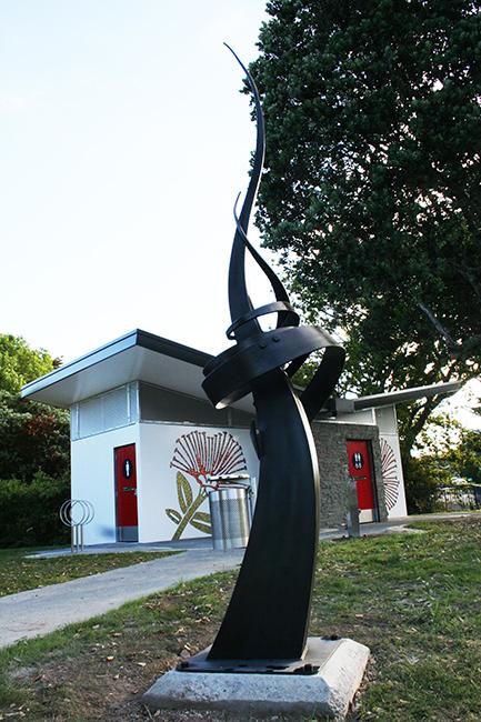 Mairang1 bay sculpture.jpg
