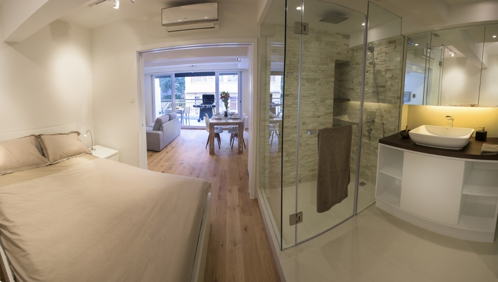bathroom 1 (1024x580).jpg