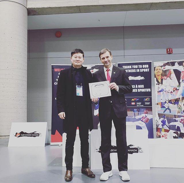 Bravo à notre instructeur Simon Blais, qui s'est vu discerner le prix du meilleur arbitre masculin dans la catégorie combat au championnat national 2019! #taekwondo #quebeccity #villedequebec #arbitre #referee