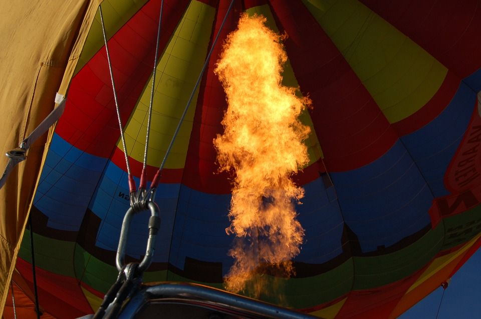 hot-air-balloon-1563994_960_720.jpg