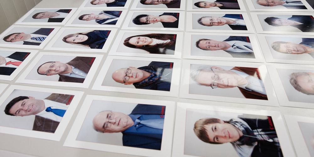 print: Das gebrandete Bild wird sofort ausgedruckt und den Kunden/Mitarbeitenden/Gästen als Geschenk übergeben.