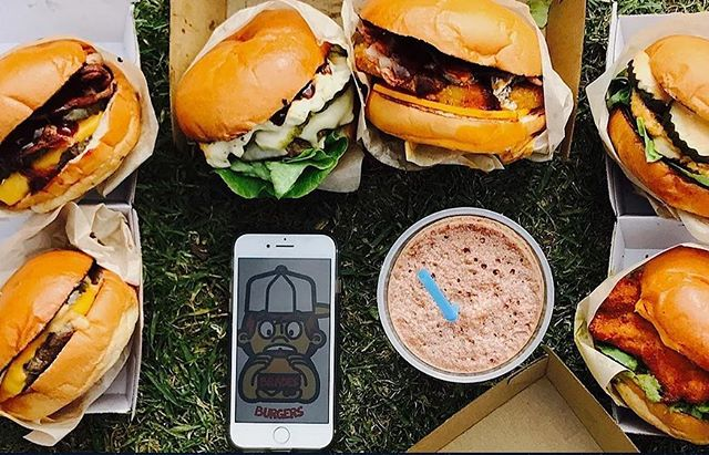 This Saturday Discovery Markets is on and we are packed to the rafters! To keep the crowds full and shopping we have @bradesburgers!! Some of best burgers, shakes and desserts in Sydney on wheels!  #seriouslydecent #DM #discoverypoint #sydney
