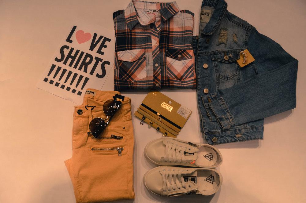 Карирана кошула=899денари, Тексас палто=1799денари, фармерки= 2090денари, чокер=499денари