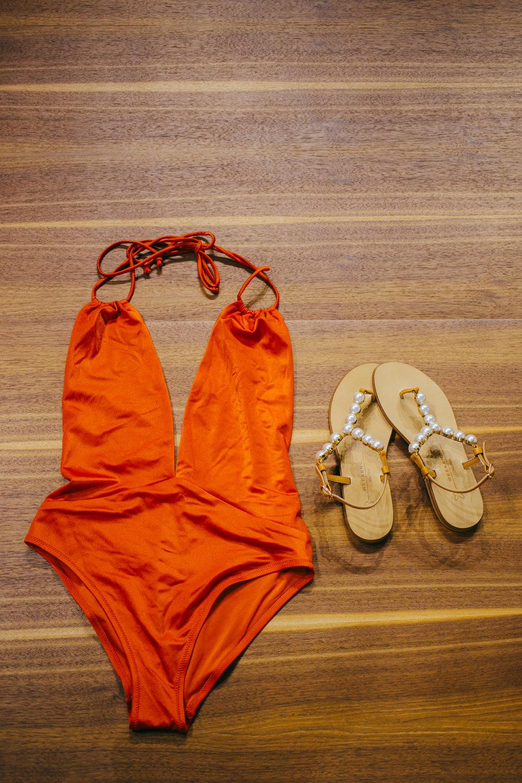 Yamamay- едноделен костим за капење Weekend Max Mara- сандали