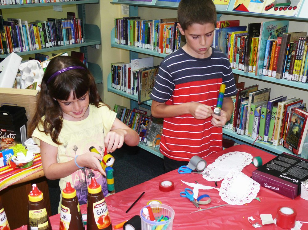 FOML-helps-with-childrens-activities_low-res.jpg
