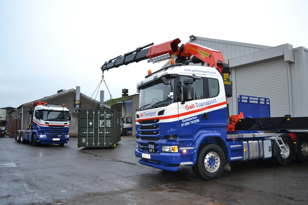 Two new Scania R490 tractor units equipped with Palfinger PK88002EH cranes