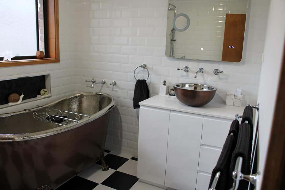 Viktoria_ Bathroom installation, Boronia VICTORIA_04.jpg