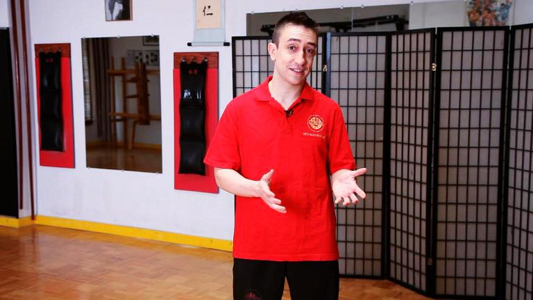 Sifu Alex Richter (pre-eyeglasses days) in his critically-acclaimed   HowCast.com   instructional series.