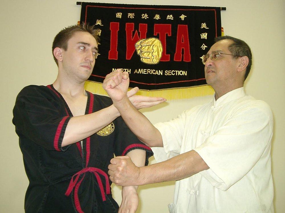 2004 New York City: Wenn Sifu Leung Ting behaupten will, dass ich nur eine Woche von ihm gelernt habe, hat er eine Menge zu erklaeren. Sogar einige meiner eigenen aelteren Schueler haben schon laenger als eine Woche von ihm gelernt!