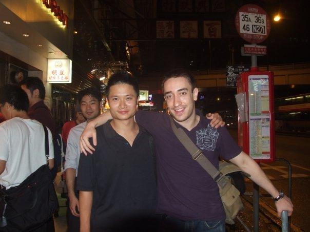 """Robin und ich in Hong Kong in 2008.  Freundschaft bedeutet nichts in der IWTA. Solltest du die Association verlassen, muessen die Leute, welche dich seit Jahren kennen, nicht lange nachdenken dass sie Luegen ueber dich verbreiten. So verfuehrt von Herr Leung kann Robin ein Stueck Papier unterschreiben, das sagt ich hab nur fuer """"eine Woche"""" gelernt. Dies, meine lieben Leser, ist das echte Gesicht von Sifu Leung Ting's Hong Kong Association.."""