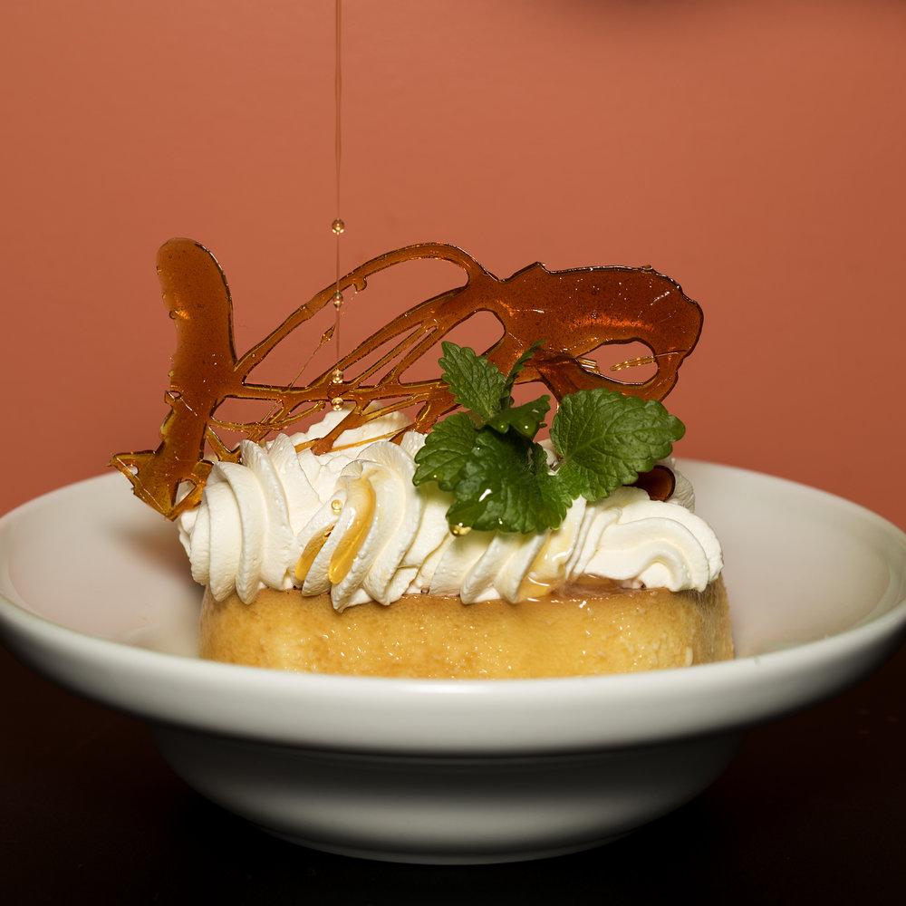 Hjemmelaget karamellpudding på dessertbordet - finnes det noe bedre?