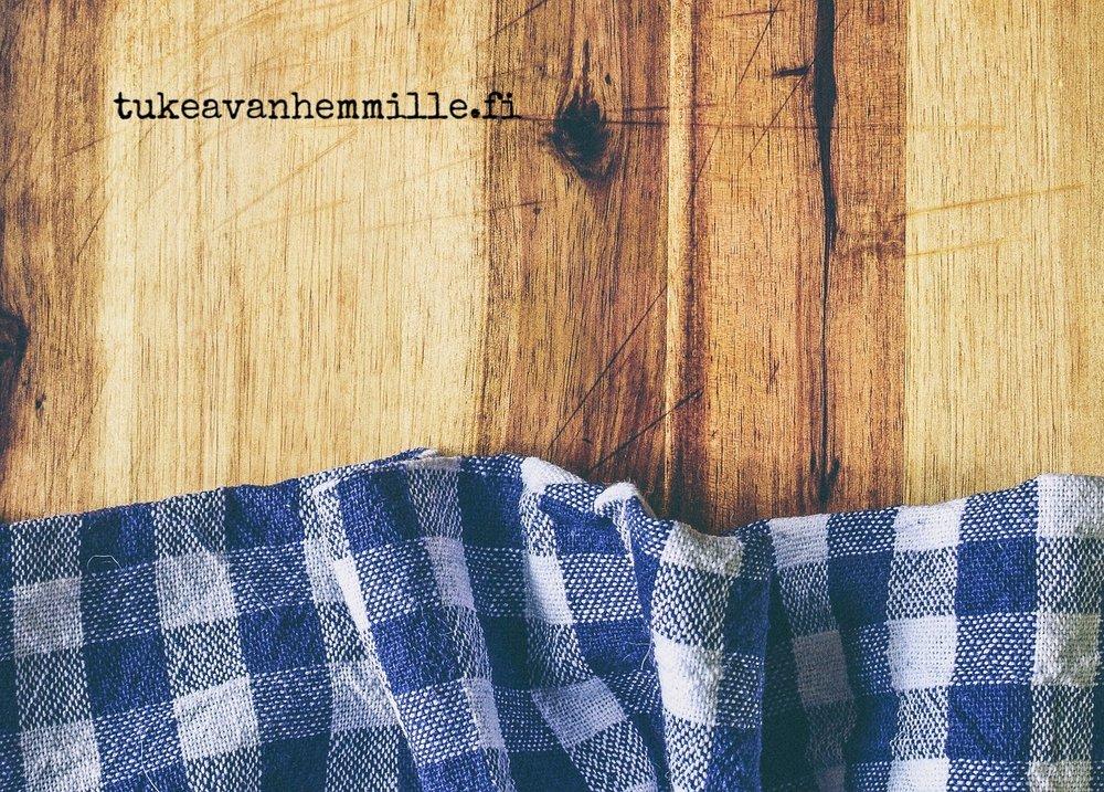 tablecloth-2478427_1280.jpg