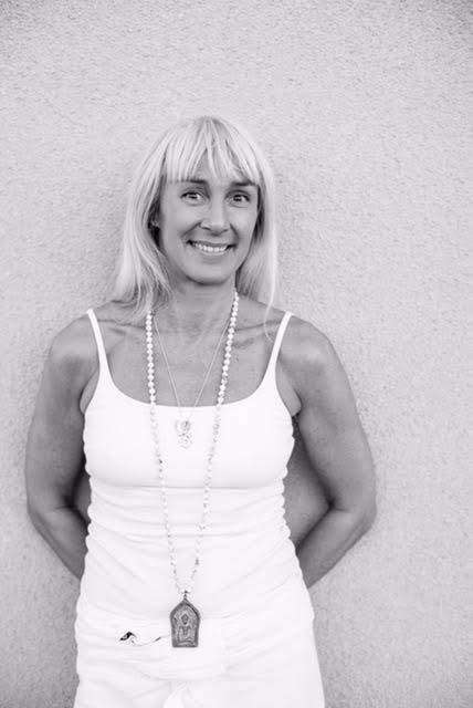 Hillevi Björn - Jag heter Hillevi Björn och har praktiserat yoga sedan 2005.Jag hittade själv yogan när jag hade en jobbig period i mitt liv och den har hjälpt mig på många plan men framförallt med min personliga utveckling. För mig har yogan blivit en livsstil och 2014-15 utbildade jag mig till yogalärare (440tim) inom Satyananda* traditionen.Min vision som yogalärare är att