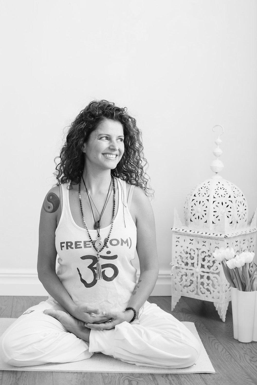 Marie Hansson - Jag heter Marie Hansson och har en stor passion för meditation och yoga. Kommer framöver att ha meditationsgrupper och jag ser just nu fram emot en yogalärarutbildning på 2 år, tillsammans med Gävle Yogaskola, kommer även kunna vara lärare i yinyoga framöver. Jag studerar också till att bli familjeterapeut på Gävle Högskola. Jag tillsammans med Kristin och Hillevi har startat denna yogastudio. Vi vill tillsammans här skapa ett mysigt ställe att kunna vara på och få energi. Jag började på yoga för kanske 18 år sedan, men tyvärr fanns inte tiden för att fortsätta och kanske heller inte förståelsen på vilken positiv inverkan det skulle i framtiden göra i mitt liv. Så det tog mig ca 15 år till för att hitta yogan. Jag hittade den genom mitt intresse för mat och raw food framförallt. Jag startade senare upp företaget MH Ekologiska som fortfarande lever kvar i studion då varor säljs som är både ekologiska och oftast raw och eller veganska.Jag försöker leva med bra mat i mitt liv, helst oprocessad och inte uppvärmd till över 42 grader. Annars äter jag endast vegansk mat då jag tror att för mig är det en god väg. På en av de raw food kurser jag var på så var det raw food och yoga tillsammans med Erica Palmcrantz Aziz och Sam Aziz, där fick jag liksom