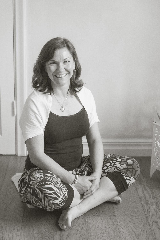 Maria Gunnarsson - För mig var yogan till en början ett komplement till annan träning för att öka rörligheten och balansen i kroppen. Sedan dess har jag utövat flera olika yogaformer och yogan har både varit ett stort glädjeämne och burit mig genom tuffa och stressiga perioder, graviditet, förlossning och rehabträning. Idag är den en del av min livsstil och jag stiger upp tidigt på morgonen för att rulla ut mattan och säkra dagens pass. Jag blir en tryggare, lugnare och gladare person när jag yogar samtidigt som jag bygger mig en starkare kärna rent kroppsligt.Jag undervisar i Global yoga, en utvecklande och personlig yogaform där fysiska utmaningar varvas med mentala intentioner. Genom att ta hand om och stärka kroppen får vi lättare tillgång till vårt inre. Klasserna är varma och tillåtande med precision, flöde och personlig assistering för den som vill. Yoga för kropp och själ.Min förhoppning är att så tankefrön hos mina elever och få dem att bli mer lyhörda mot sig själva.Låt oss lära tillsammans!/Maria
