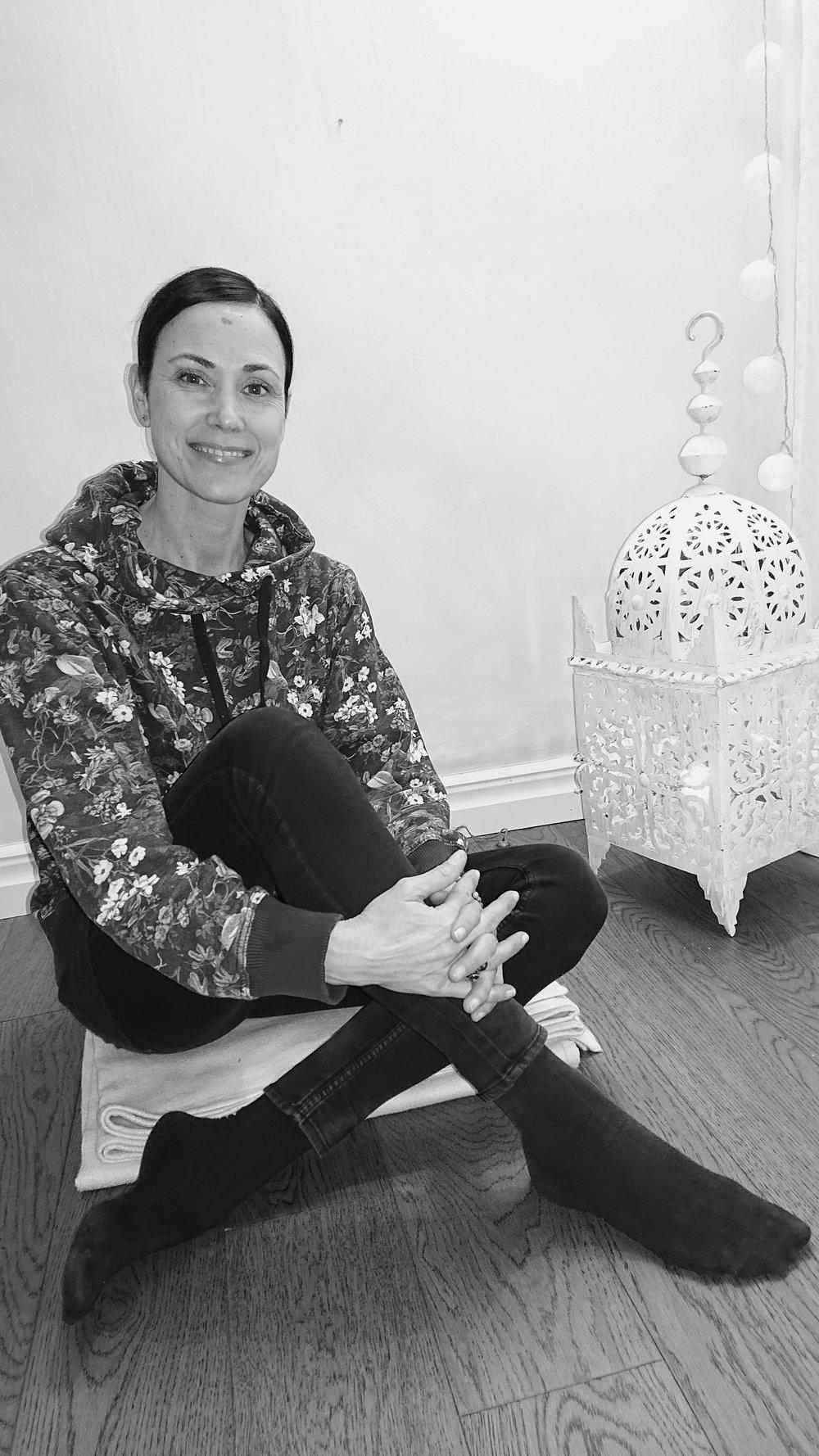 Lena Kristenssen - Hej!Jag heter Lena & är en av volontärerna här på My Sangha Shala.Min första kontakt med yoga var 2001 när Gävle Yogaskola startade. Men det är först nu under de senaste åren som jag låtit yogan bli en del av min vardag.För mig handlar yoga om helhetshälsa, balans mellan kropp & sinne och att vara närvarande i nuet... att acceptera sig själv så som man är just nu.I en vardag med högt tempo hjälper den mig att hitta balans mellan återhämtning & att