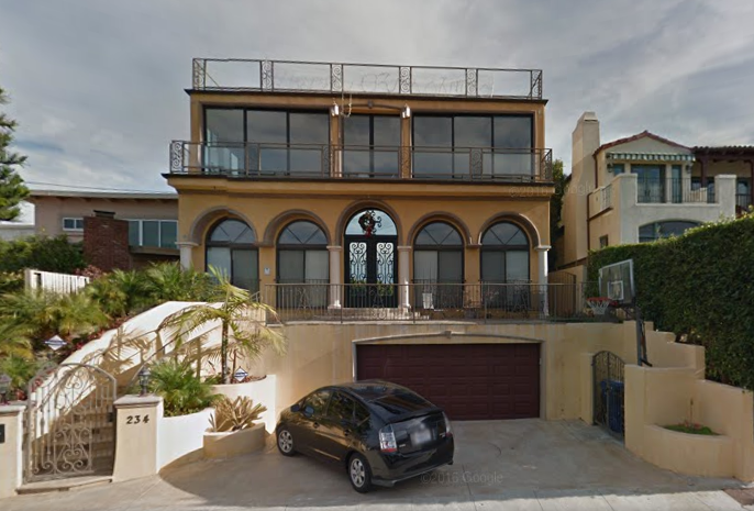 2014 ::Playa Del Rey:: This is the first house I lived in LA. I had my own private studio around to the left.  This house was perfect because it was walking proximity to the beach and a 10 min drive to the airport.