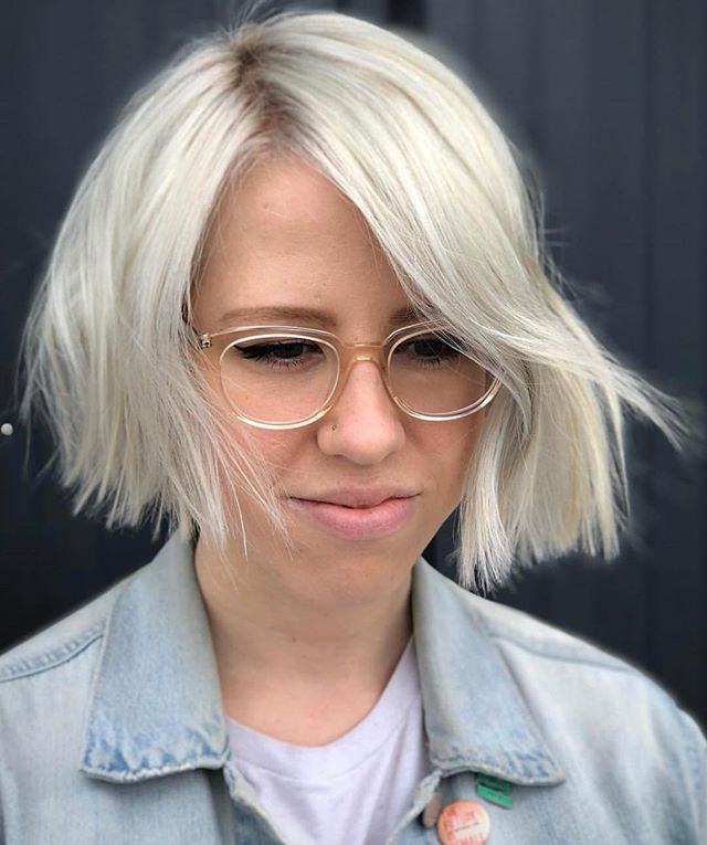 Platinum card and blunt bob on @nikireynolds by @katierussellhair  #icy #oshohappy . . . . . . #davines #davinessalon #davinesofficial #davinescolour #davinesformula #berryhill #modernsalon #nashvillehair #nashvillesalon #bob #blonde #hairbrained