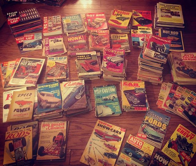 Was gonna sort out the little books and annuals, but got overwhelmed. To be continued... #hopup