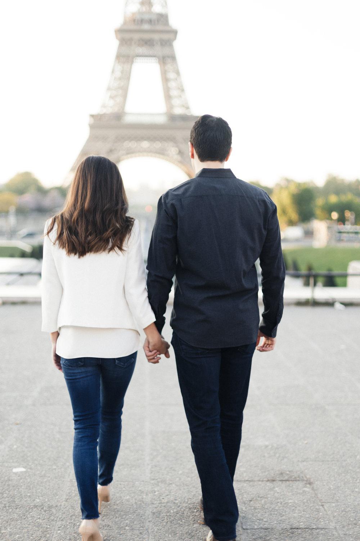 paris eiffel tower couple photo