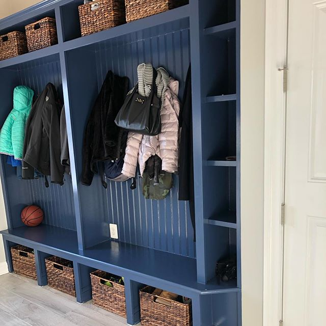I love it when I see people aren't afraid of color! Saw this gorgeous @inspiredatwillowsford home yesterday and hope to be helping these clients in the near future. #mudroom #itsonlypaint #builtins #interiordesign #homeinspo #benjaminmoore #paint #designer #loudouncounty #khovnanianhomes #realtor #designer #housegoals #havefun #designtosell #willowsford