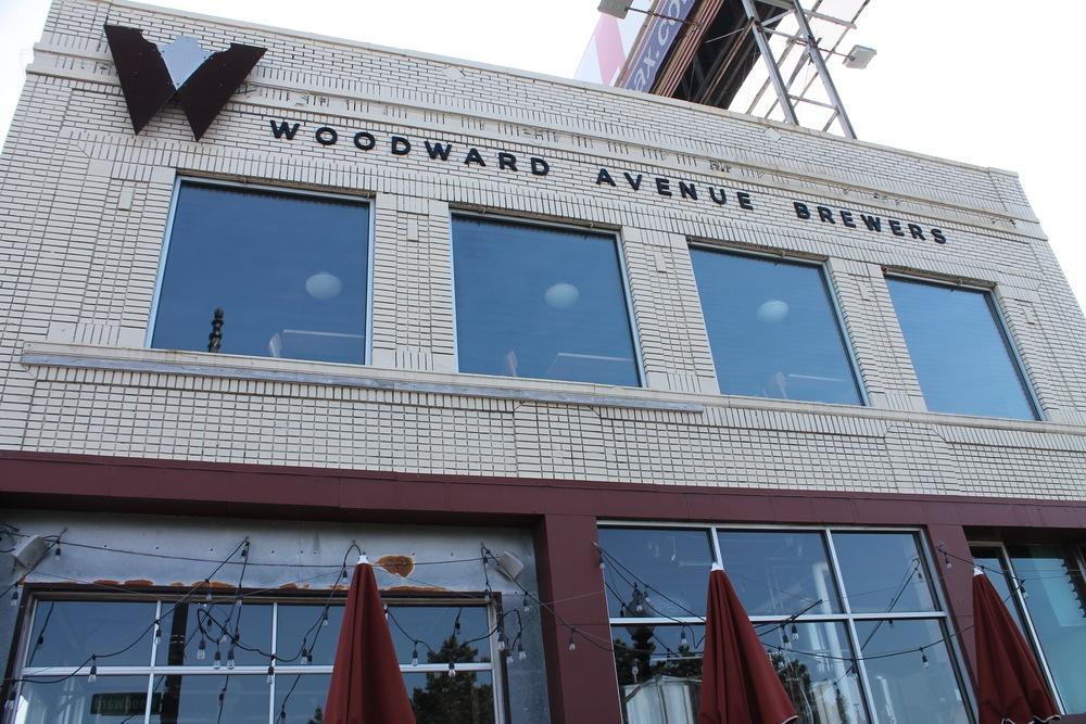 FERNDALE 22646 WOODWARD (2).jpg