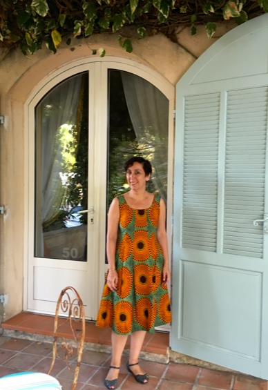 Joëlle is looking festive, yet casuel in one of my Dutch / african Wax-print dresses - out to dinner in Marseille