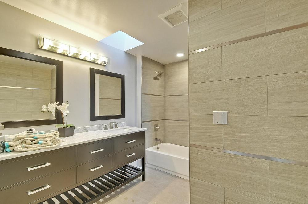 3441 Murdoch Dr Palo Alto CA-large-026-15-Master Bathroom-1500x997-72dpi.jpg