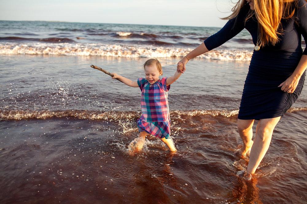 maine-family-photography-pine-point- beach-35.jpg