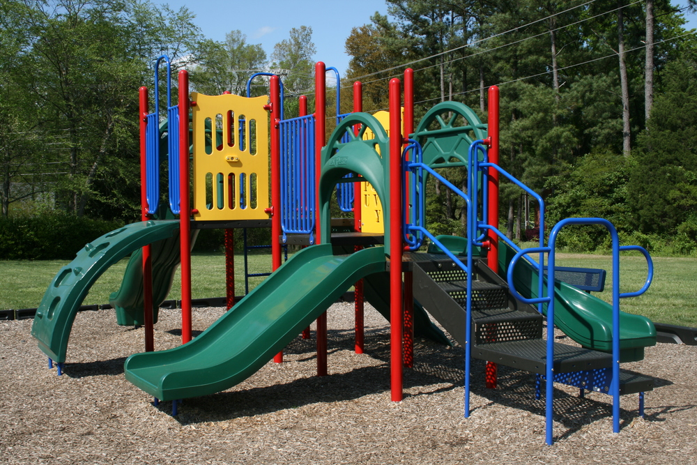 2009-04-21_Hampton_Forest_Apartment_Homes_playground.jpg