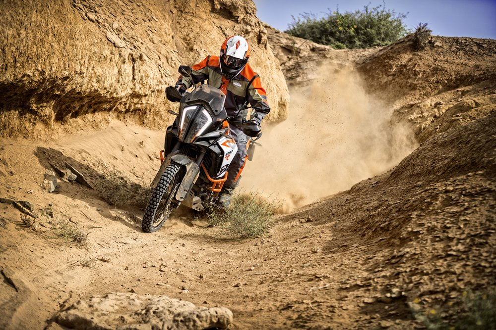 KTM 1290 SUPER ADVENTURE R_Action 04.jpg