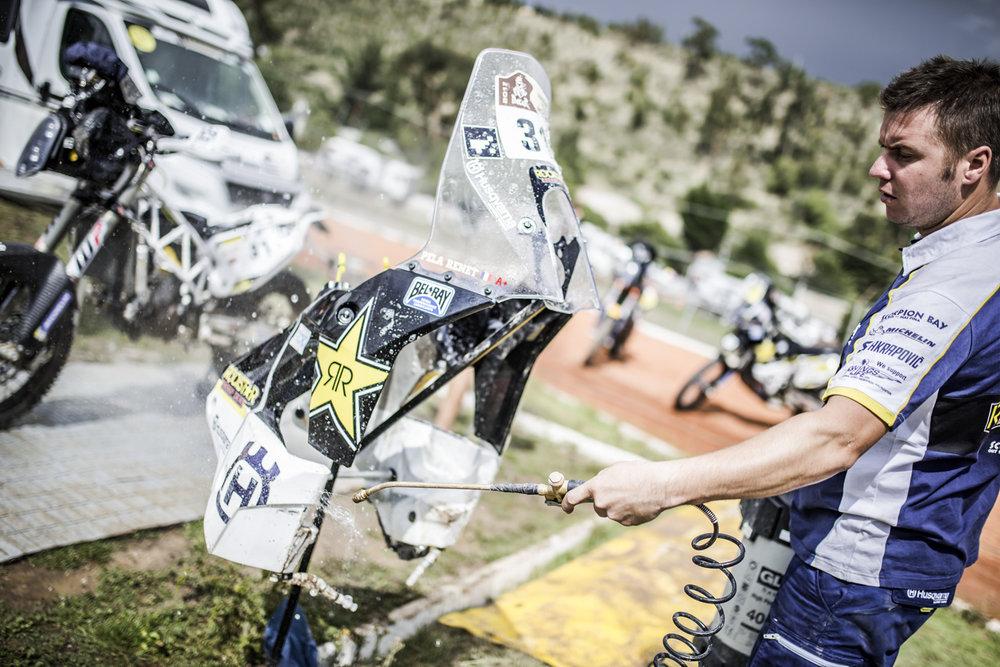 27887_Mechanic Pela Renet Husqvarna FR 450 Bivouac Dakar 2017.jpg