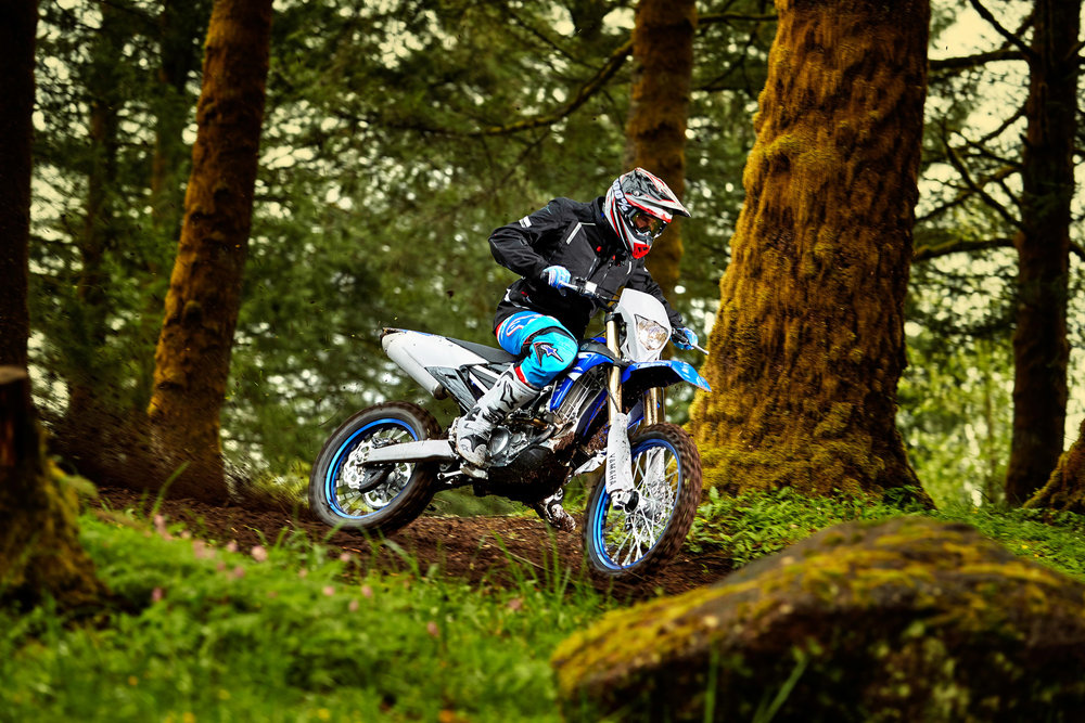 18_WR250F_Team Yamaha Blue_Action01_0078.jpg