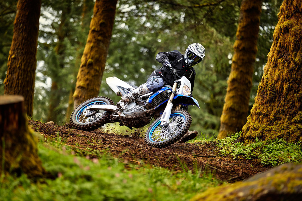 18_WR450F_Team Yamaha Blue_Action02_0102.jpg