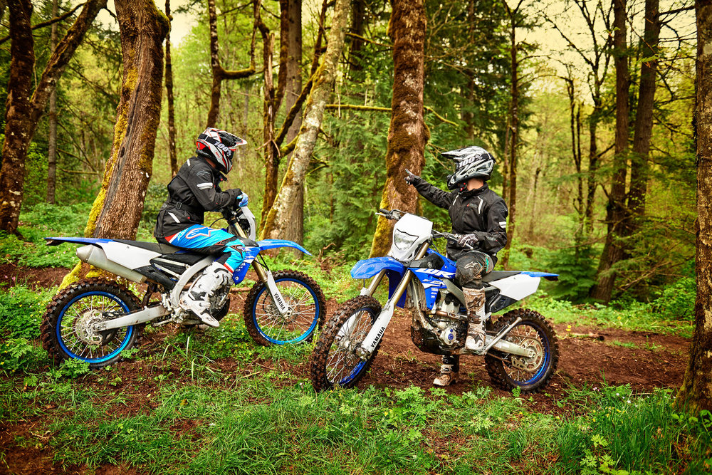 18_WR450F_WR250F_Team Yamaha Blue_Lifestyle01_0021.jpg