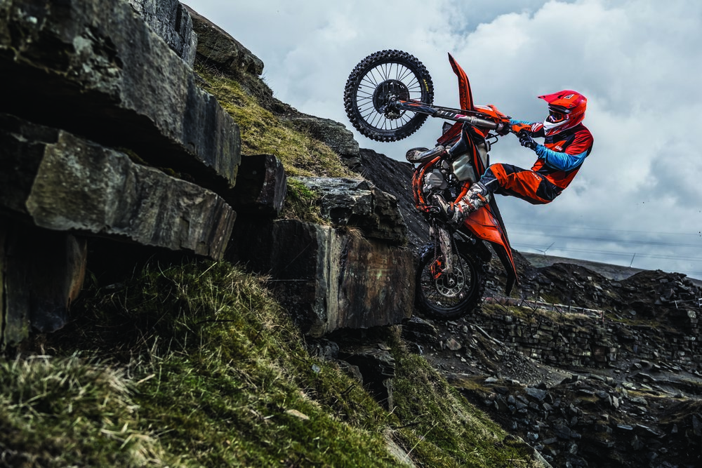 Action_KTM 300 EXC TPI MY2019_01.jpg