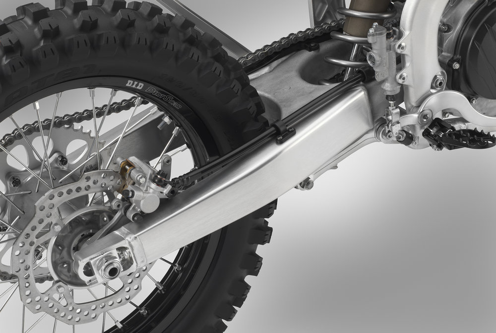 19 Honda CRF450RX_swingarm.jpg