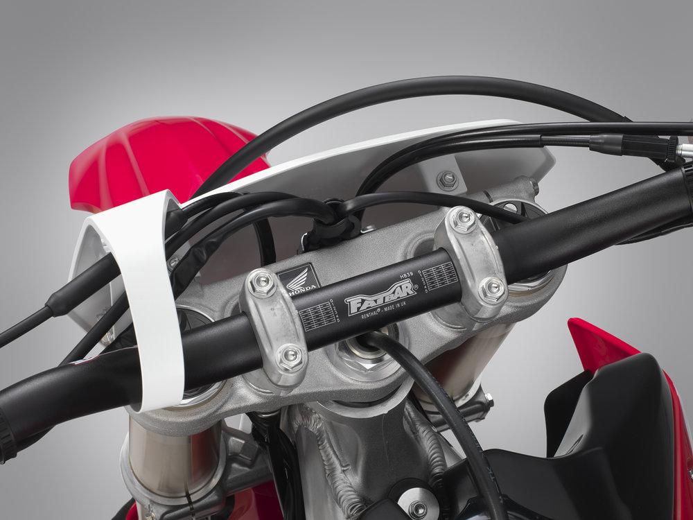 19 Honda CRF450RX_handlebar mount.jpg