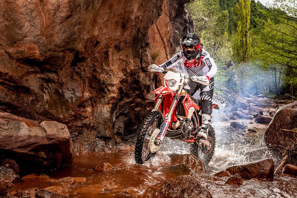 Leatt2019-MotoGPX_84430-ChristophLaue.jpg