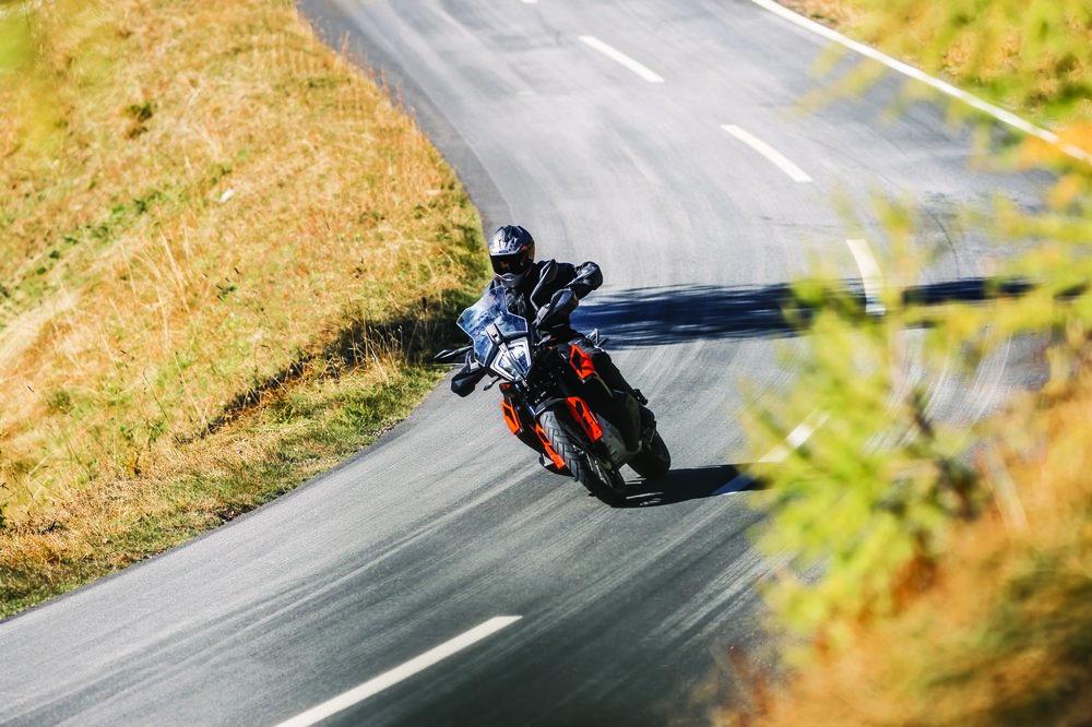 KTM 790 ADVENTURE_Action 06.jpg