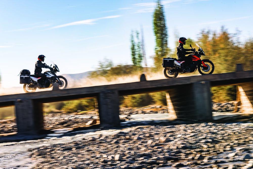 KTM 790 ADVENTURE_Action 11.jpg