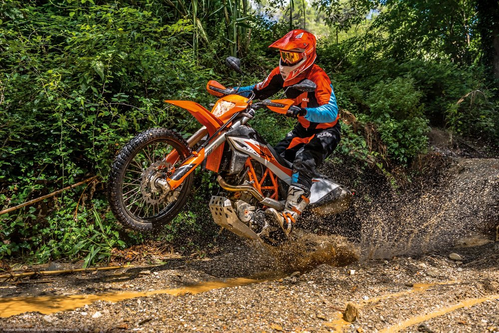19_KTM_690-ENDURO-R_Action_1.jpg
