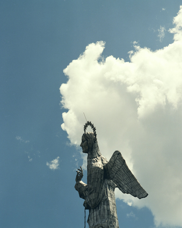 Ecuador_La_Virgen_de_Quito_05.jpg