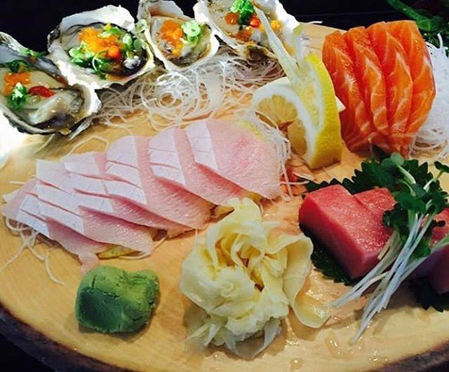 Oyster, Salmon, Tuna and Yellowtail 😎🍣🍽 Always good👍🏻🎶 #marumakisushi #longbeach #food#fresh#sushi#lunch#dinner#special#colorful#yummy#thankyou